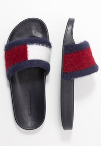 Tommy Hilfiger - TH FLAG FURRY POOL SLIDE - Muiltjes - desert sky - 3