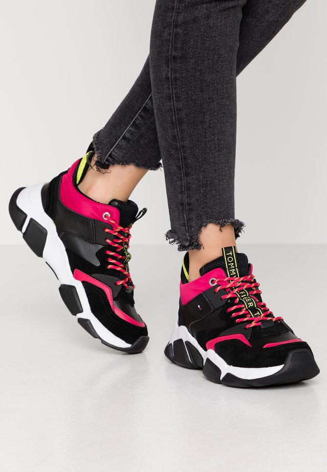 MID CUT CHUNKY SNEAKER - Trainers - black