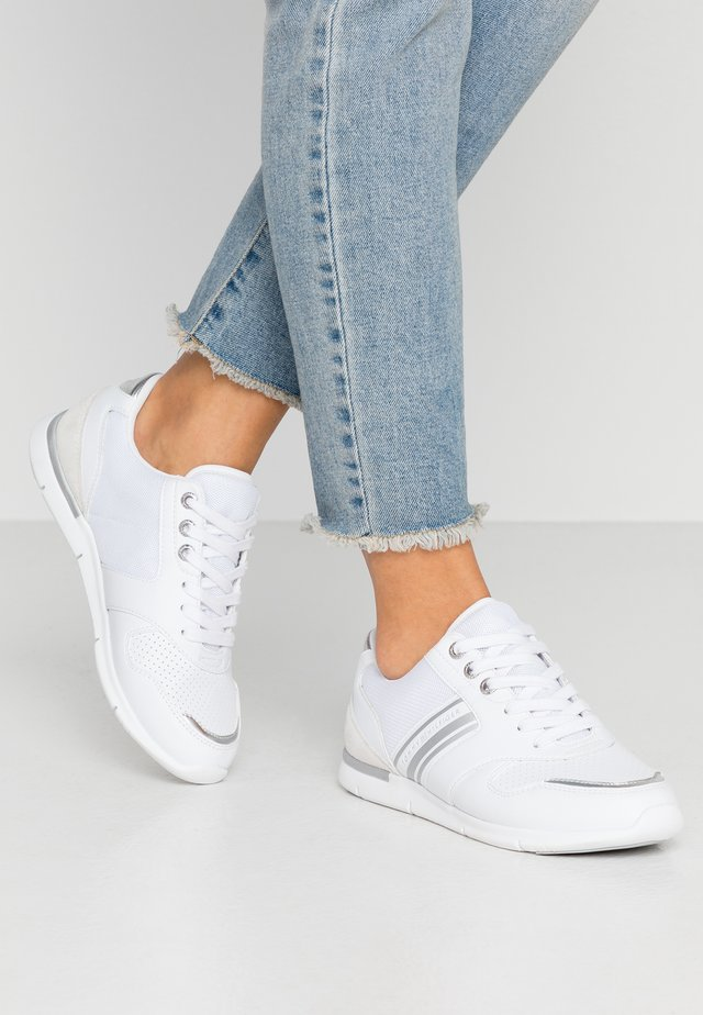 METALLIC LIGHTWEIGHT SNEAKERS - Trainers - white/silver