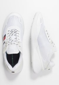 Tommy Hilfiger - TOMMY SPORTY BRANDED RUNNER - Trainers - white - 3