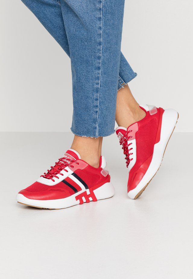 TOMMY SPORTY BRANDED RUNNER - Tenisky - primary red