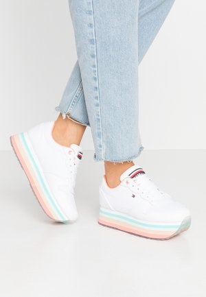 PIPED FLATFORM SNEAKER - Trainers - white