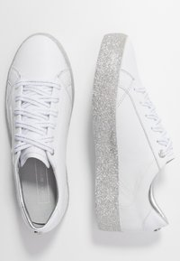 Tommy Hilfiger - GLITTER FOXING DRESS SNEAKER - Tenisky - white/silver - 3