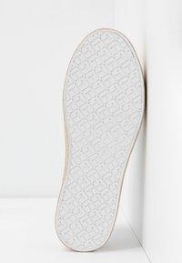 Tommy Hilfiger - GLITTER FOXING DRESS SNEAKER - Sneakers laag - white/gold - 6