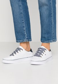 Tommy Hilfiger - NAUTICAL LACE UP SNEAKER - Trainers - white - 0