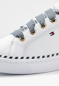 Tommy Hilfiger - NAUTICAL LACE UP SNEAKER - Trainers - white - 2