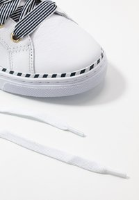 Tommy Hilfiger - NAUTICAL LACE UP SNEAKER - Trainers - white - 7