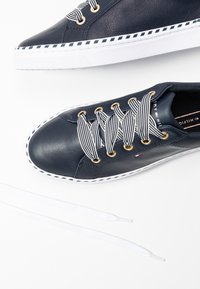 Tommy Hilfiger - NAUTICAL LACE UP SNEAKER - Baskets basses - desert sky - 7
