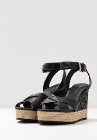 Tommy Hilfiger - TH RAFFIA HIGH WEDGE SANDAL - Sandály na vysokém podpatku - black - 4