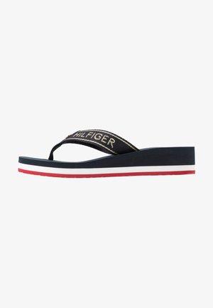 RIRI  - Sandály s odděleným palcem - red/white/blue
