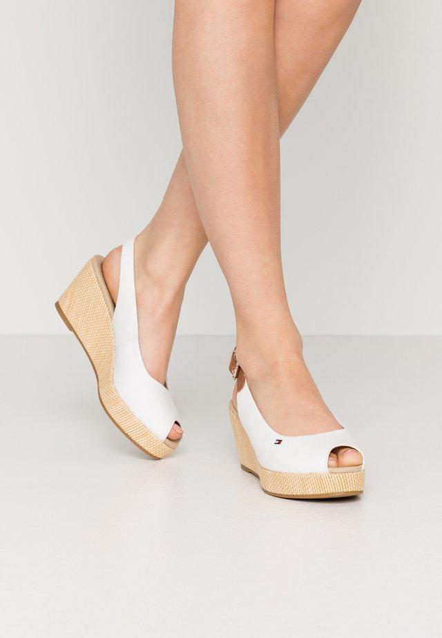 ELBA - Sandaletter med kilklack - ivory