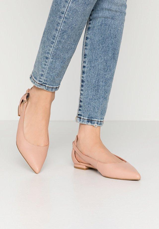 FEMININE LEATHER BALLERINA - Ankle strap ballet pumps - sandbank