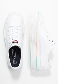 Tommy Hilfiger - STRIPED FLATFORM SNEAKER - Trainers - white - 3
