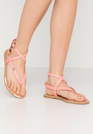 FEMININE ELASTIC FLAT SANDAL - Sandály s odděleným palcem - island coral
