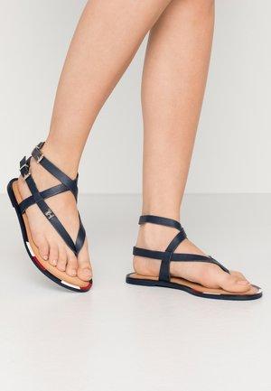 FEMININE ELASTIC FLAT SANDAL - Sandály s odděleným palcem - sport navy