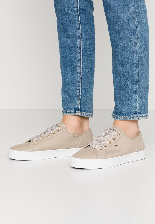 ESSENTIAL NAUTICAL SNEAKER - Sneakers - stone