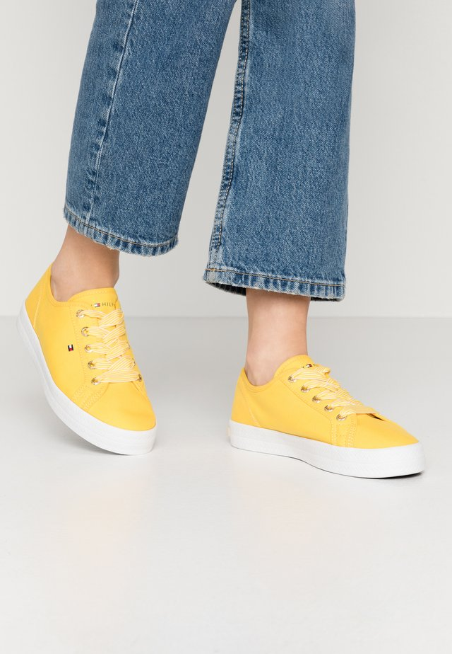 ESSENTIAL NAUTICAL SNEAKER - Sneakers laag - sunny