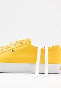Tommy Hilfiger - ESSENTIAL NAUTICAL SNEAKER - Joggesko - sunny - 7