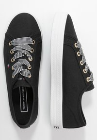 Tommy Hilfiger - ESSENTIAL NAUTICAL SNEAKER - Trainers - black - 3