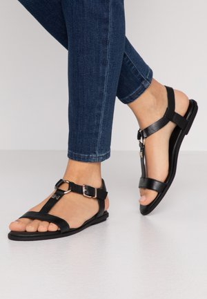 FEMININE LEATHER FLAT SANDAL - Sandály - black