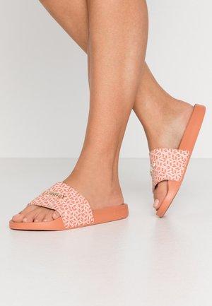 MAEZIE  - Pantofle - island coral
