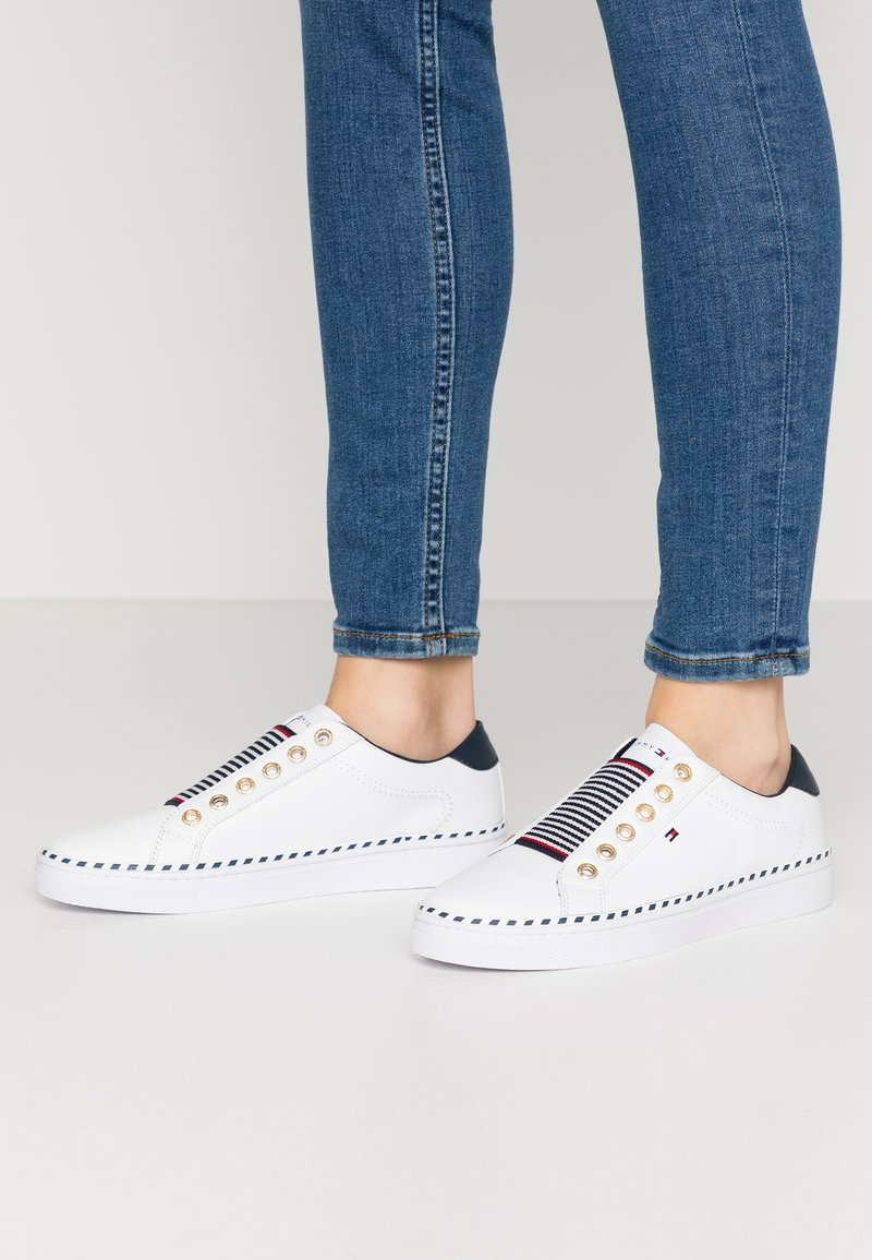 Tommy Hilfiger - TOMMY ELASTIC CITY SNEAKER - Slip-ons - white