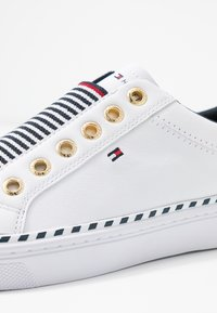 Tommy Hilfiger - TOMMY ELASTIC CITY SNEAKER - Slip-ons - white - 2