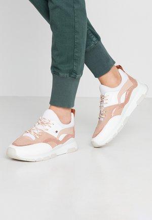SPORTY CHUNKY GLITTER SNEAKER - Sneakers laag - sandrift