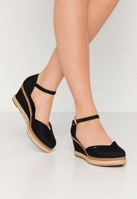 Tommy Hilfiger - BASIC CLOSED TOE MID WEDGE - Wedges - black - 0