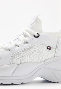 Tommy Hilfiger - NEW CHUNKY - Sneakers laag - white - 2