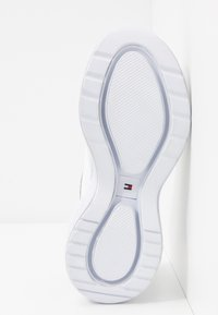 Tommy Hilfiger - NEW CHUNKY - Sneakers laag - white - 6