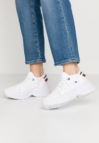 Tommy Hilfiger - NEW CHUNKY - Sneakers laag - white - 0