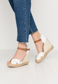 Tommy Hilfiger - BASIC OPENED TOE HIGH WEDGE - High heeled sandals - ivory - 0