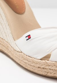 Tommy Hilfiger - BASIC OPENED TOE HIGH WEDGE - High heeled sandals - ivory - 2