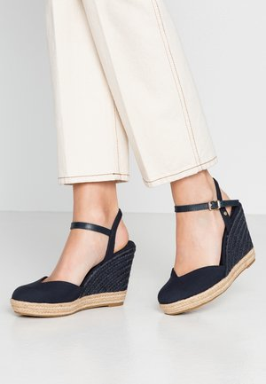 BASIC CLOSED TOE HIGH WEDGE - Sandali con tacco - desert sky