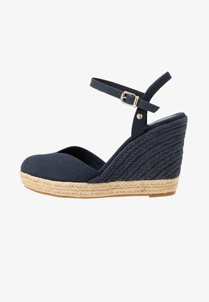 BASIC CLOSED TOE HIGH WEDGE - Korolliset sandaalit - desert sky