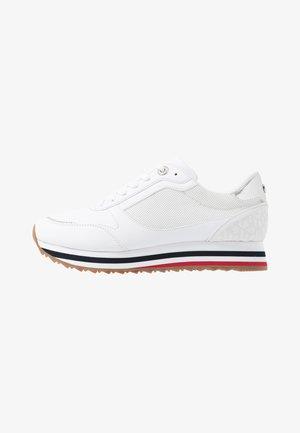 FEMININE TOMMY MONOGRAM SNEAKER - Sneaker low - white