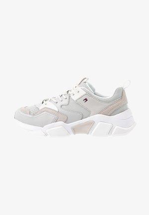 CHUNKY LIFESTYLE GLITTER SNEAKER - Sneakers basse - grey whisper