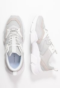 Tommy Hilfiger - CHUNKY LIFESTYLE GLITTER SNEAKER - Sneakers laag - grey whisper - 3
