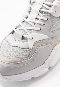 Tommy Hilfiger - CHUNKY LIFESTYLE GLITTER SNEAKER - Sneakers laag - grey whisper - 2