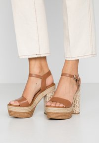 Tommy Hilfiger - AALIYAH  - High heeled sandals - summer cognac - 0