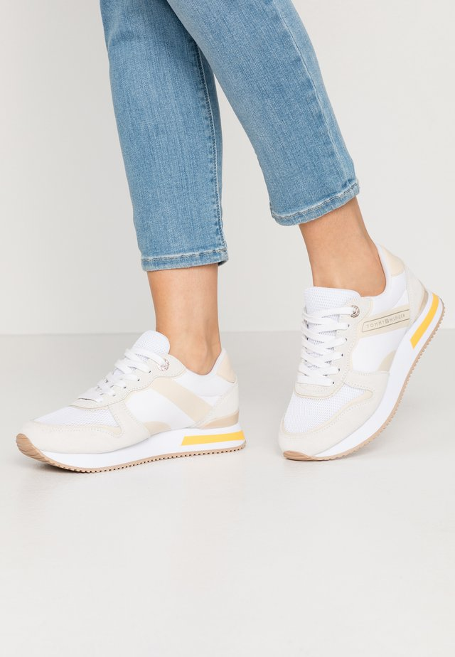 FEMININE ACTIVE CITY SNEAKER - Matalavartiset tennarit - white