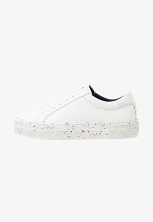 SUSTAINABLE APPLESKIN SNEAKER - Sneaker low - white