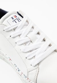 Tommy Hilfiger - SUSTAINABLE APPLESKIN SNEAKER - Sneakers laag - white - 2
