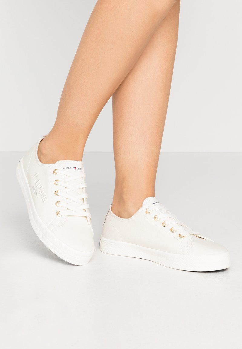 Tommy Hilfiger - BASIC - Trainers - ivory