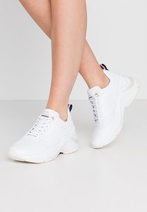 FEMININE INTERNAL WEDGE  - Baskets basses - white