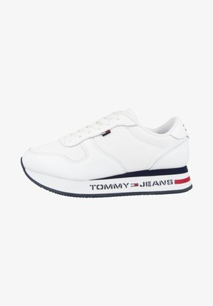 SCHUHE TOMMY JEANS FLAT FORM RUNNER - Trainers - white