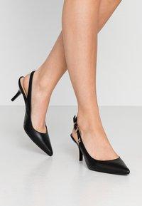 Tommy Hilfiger - FEMININE LEATHER MID SLING BACK - Classic heels - black - 0