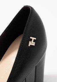 Tommy Hilfiger - FEMININE LEATHER HIGH HEEL PUMP - Classic heels - black - 2