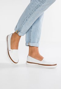 Tommy Hilfiger - ICONIC KESHA SLIP ON - Slip-ons - white - 0